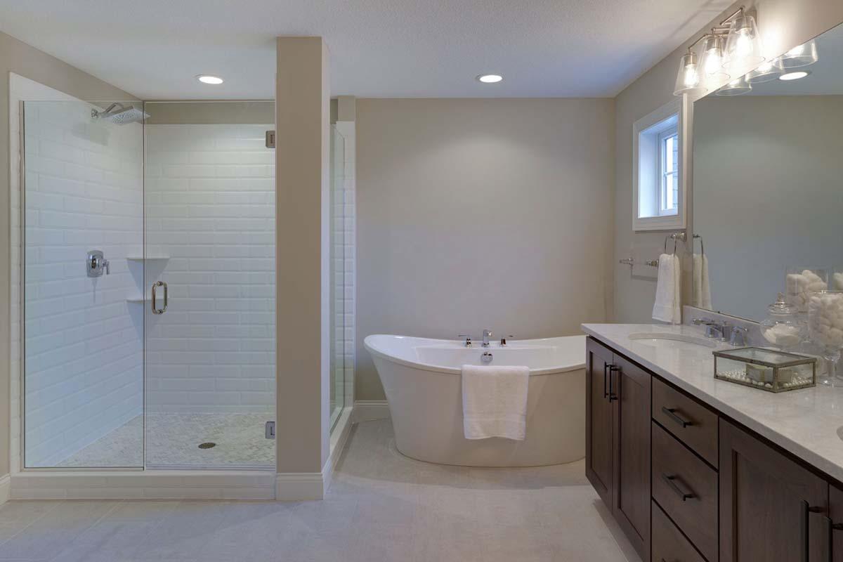 7535 Urbandale Lane Owners Bath